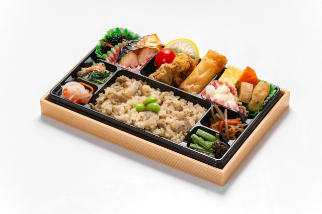 吉野の鶏めしと11種おかず多彩お弁当